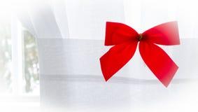 Arco rojo de la Navidad en blanco con la ilustración 2 Imagen de archivo