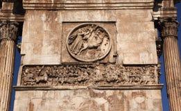 Arco romano Roma Italia de Constantina de los soldados de los detalles Fotografía de archivo