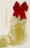 Arco rosso con un nastro dell'oro fotografie stock libere da diritti