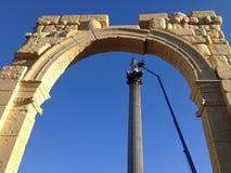 Arco sirio y la columna de Nelson, Londres Imagenes de archivo
