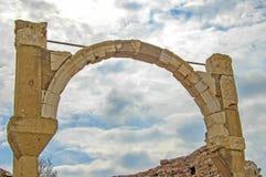 Arco sobre la fuente de la poliomielitis Foto de archivo