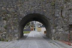 Arco spagnolo vicino al fiume Corrib, città di Galway, contea Galway Fotografia Stock Libera da Diritti