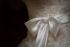 Arco su un vestito da sposa Fotografie Stock Libere da Diritti