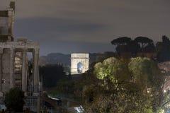 Arco tito na foto da noite de Roma Fotos de Stock Royalty Free