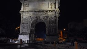 Arco Traiano med snö på natten lager videofilmer