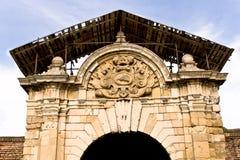 Arco trionfale antico nell'ambito di ricostruzione immagini stock