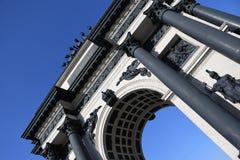 Arco trionfale a Mosca per celebrare la vittoria sopra il millefoglie Immagine Stock