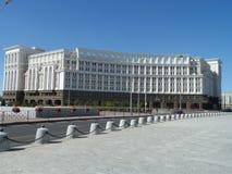 Arco trionfale - nuovo edificio residenziale fotografie stock libere da diritti