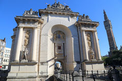 Arco trionfale Porte de Paris e campanile del comune di Lil Immagine Stock