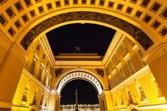 Arco trionfale in San Pietroburgo nella notte Fotografie Stock Libere da Diritti