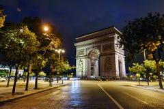 Arco triunfal Champs-Elysees na noite foto de stock