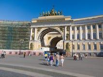 Arco triunfal del edificio del estado mayor general en StPetersburg, R Imagen de archivo libre de regalías