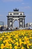 Arco triunfal en la avenida de Kutuzov en Mosc? foto de archivo