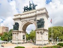 Arco triunfal en la plaza magnífica del ejército en Brooklyn, Nueva York Fotografía de archivo