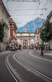 Arco triunfal modelado em Innsbruck fotos de stock royalty free