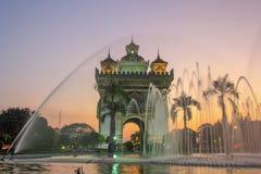Arco triunfal o patuxai en Vientián, Laos Foto de archivo