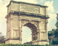 Arco triunfal perto do coliseu Fotografia de Stock