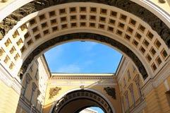 Arco triunfal quadrado do palácio Imagem de Stock