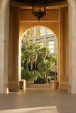 Arco tropical de oro Fotos de archivo libres de regalías