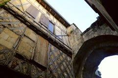 Arco in una vecchia casa su Rue Saint-Emilion Fotografia Stock