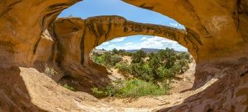 Arco uranio in Moab, Utah Panorama con le ombre Fotografie Stock Libere da Diritti