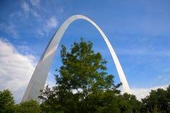 Arco y árbol de St. Louis Fotografía de archivo libre de regalías