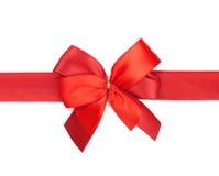Arco y cinta rojos del día de tarjeta del día de San Valentín Fotos de archivo
