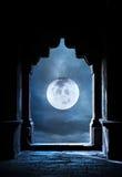 Arco y Luna Llena Imagenes de archivo
