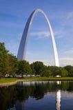 Arco y reflexión de St. Louis Fotos de archivo libres de regalías