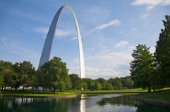 Arco y reflexión de St. Louis Fotografía de archivo libre de regalías