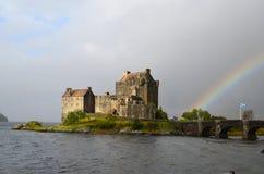Arcobaleno adorabile a Eilean Donan Castle Immagine Stock