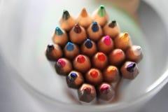 Arcobaleno affilato alto vicino colorato delle matite molto scelta immagine stock libera da diritti