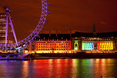 Arcobaleno al neon sopra Tamigi Fotografia Stock