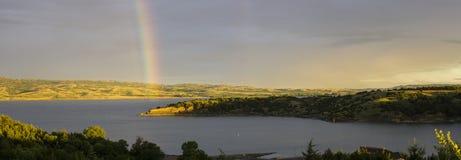 Arcobaleno del fiume Missouri, lago Francis Case Immagini Stock