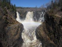 Arcobaleno della cascata Immagine Stock