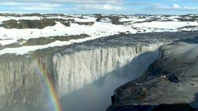 Arcobaleno e cascata archivi video