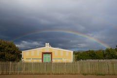 Arcobaleno e chiesa Immagine Stock