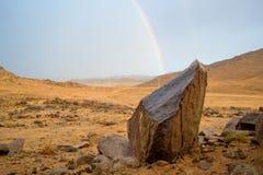 Arcobaleno e paesaggio delle rocce Fotografia Stock Libera da Diritti