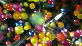 Arcobaleno rimbalzante della palla con acqua stock footage