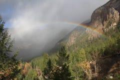 Arcobaleno sopra Hedley Creek immagini stock libere da diritti