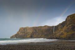 Arcobaleno sopra la baia di Talisker, Skye Fotografia Stock Libera da Diritti