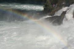 Arcobaleno sopra le cascate del Reno, Svizzera Fotografia Stock Libera da Diritti