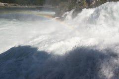 Arcobaleno sopra le cascate del Reno, Svizzera Immagine Stock Libera da Diritti