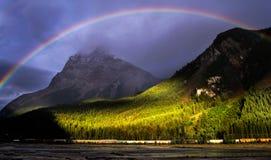 Arcobaleno sopra le montagne Yoho National Park Fotografia Stock Libera da Diritti