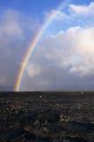 Arcobaleno sopra un giacimento di lava in Hawai Fotografia Stock Libera da Diritti