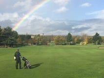 Arcobaleno sul campo da golf fotografia stock