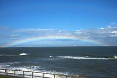 Arcobaleno sul mare Spiaggia di Aberdeen, Scozia, Regno Unito fotografia stock