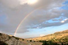 Arcobaleno sul villaggio Immagine Stock Libera da Diritti