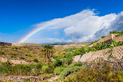 Arcobaleno sulla campagna di Tenerife Immagine Stock
