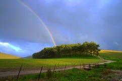 Arcobaleno sulla collina Immagine Stock